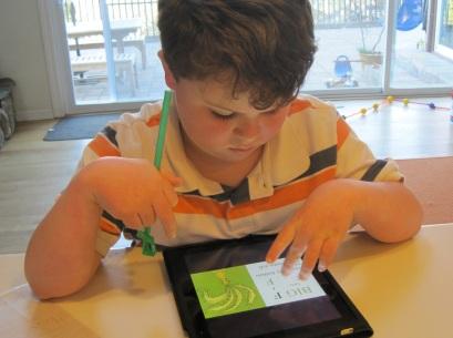 Leo, niño autista que utiliza Ipad
