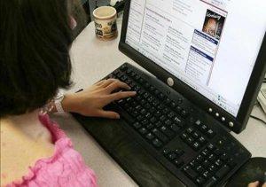 Padres que buscan información sobre discapacidad de sus hijos en internet