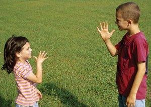 Enseñar a nuestros niños el uso de lengua de señas desde la escuela