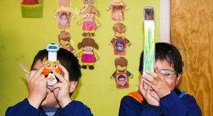 Niños aprenden con material didactico de proyecto Ciencia especial